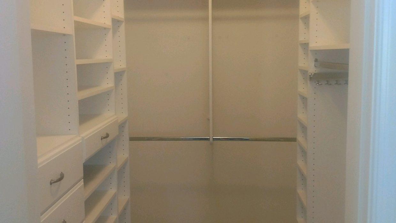 Mater Walk-In Closet
