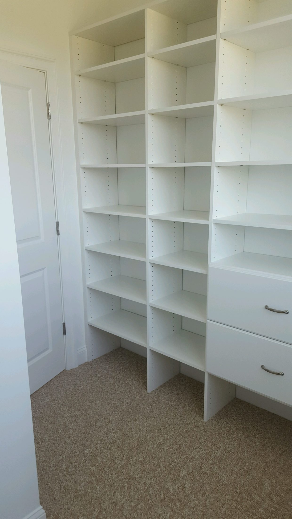 White closet with Floor mount